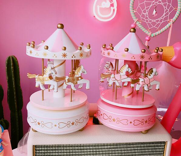 18*10 cm, boîte à musique de carrousel fille créative en bois mignon rêve rose net rouge ornements cadeau de vacances mécanique, cadeau de noël