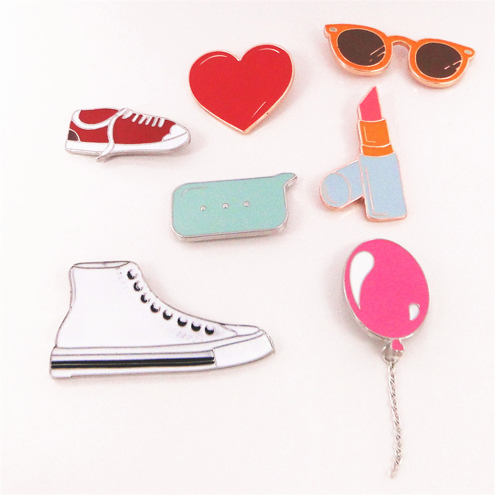 2016 Korea Super beautiful and lovely College of literature and art and pure and fresh wind love white sneaker glasses brooch