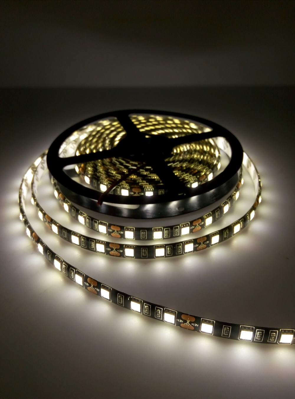 Tira de LED 5050 RGB PCB negro DC12V Luz LED flexible 60 LED / m5050 - Iluminación LED - foto 4