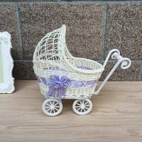 Nova marca Bonito Carrinho De Bebê Cesta de Vime Design Universal Presente Do Partido Do Chuveiro Do Bebê Decoração Organizador 25x11x23 cm Azul/Rosa/Roxo