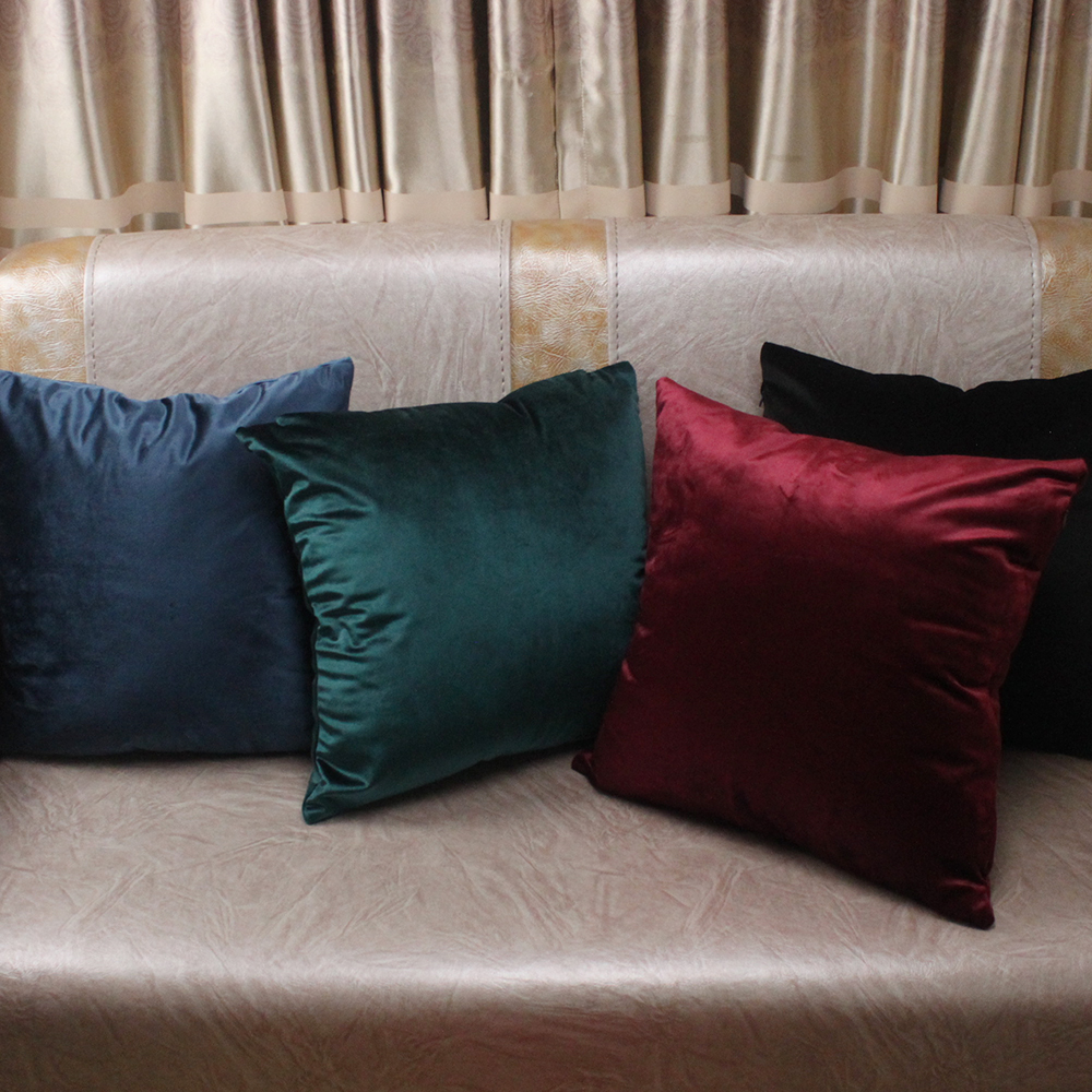 Comfortable solid colors luxury velvet cushion cover for Luxury decorative throw pillows