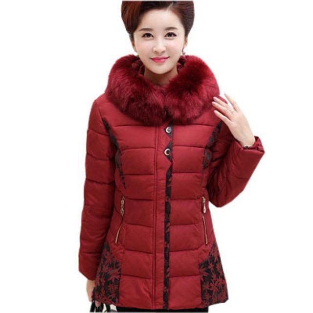 Среднего возраста женщины зима хлопка куртки пальто пожилых людей плюс размер 5xl ватные толстые теплые длинные капюшоном из искусственного меха воротник верхняя одежда kl0479