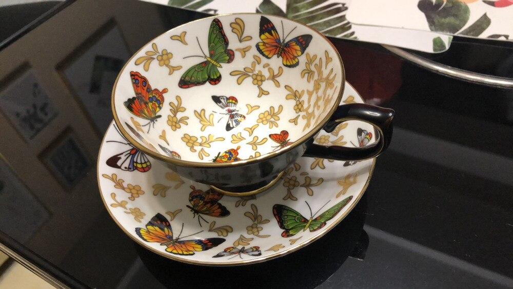 Mode tasse à café soucoupe ensemble britannique thé Royal Cappuccino tasse en céramique motif papillon os chine bord d'or tasse à thé rouge