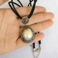 25 cm Łańcuch Skórzana z Naturą Pearl Naszyjnik Unisex Krótki Naszyjnik Wisiorki dla Kobiet Mężczyźni Handmade Luksusowa Biżuteria Prezent