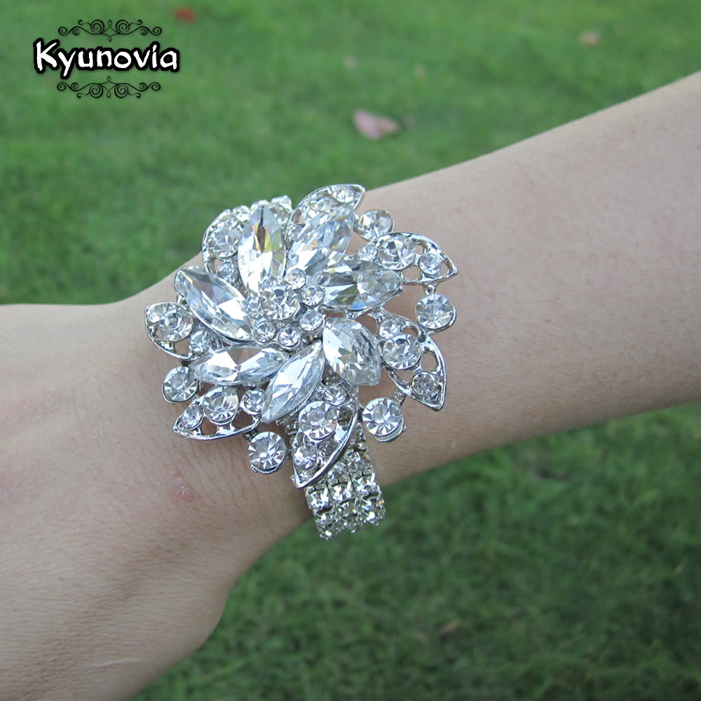 Kyunovia Luxury Rhinestone Prom Wrist Flower Pearl  Bridesmaid  Bracelet Crystal Wedding Wrist Corsage Brooch Corsage D87