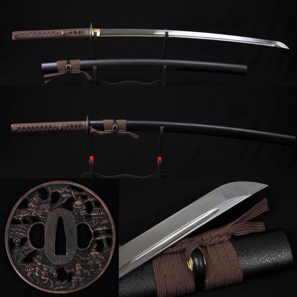 Couteau en métal prêt à l'emploi pour la bataille couteau en métal peut couper l'arbre