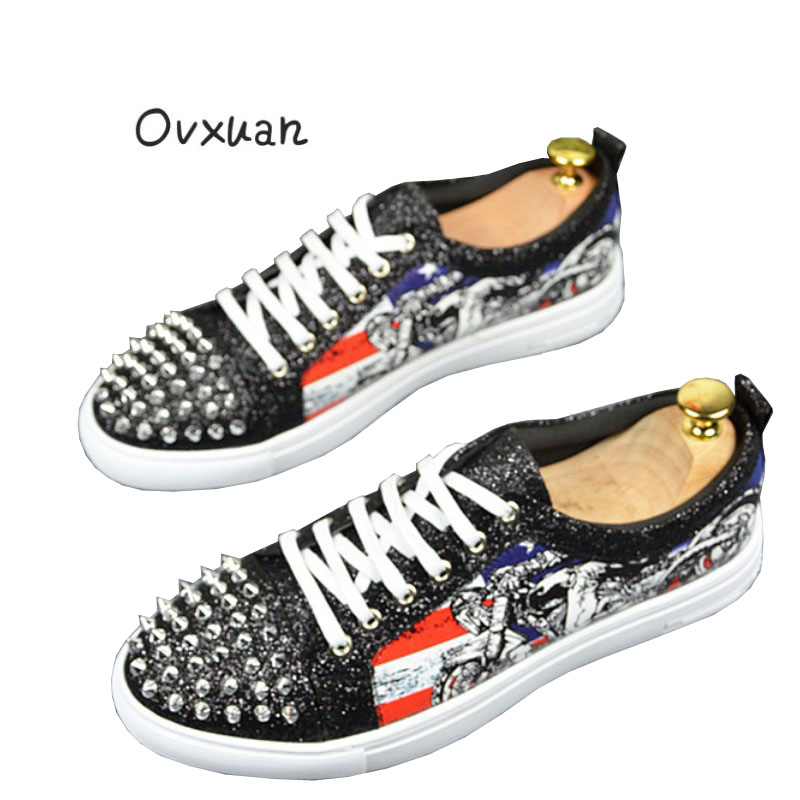 Ovxuan Men Loafers Luxury Brand Handmade Glitter Sequined Surface Motorcycle Totems Spikes Loafers Rivets Man Flats Party Shoes ovxuan metal skull buckle handmade men ankle shoes punk party dress loafers glitter bright sequins men flats casual rivets shoes