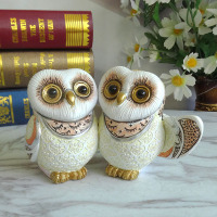 The set owl watch doesn't say the living room decoration plate resin Home Furnishing bookcase creative accessories