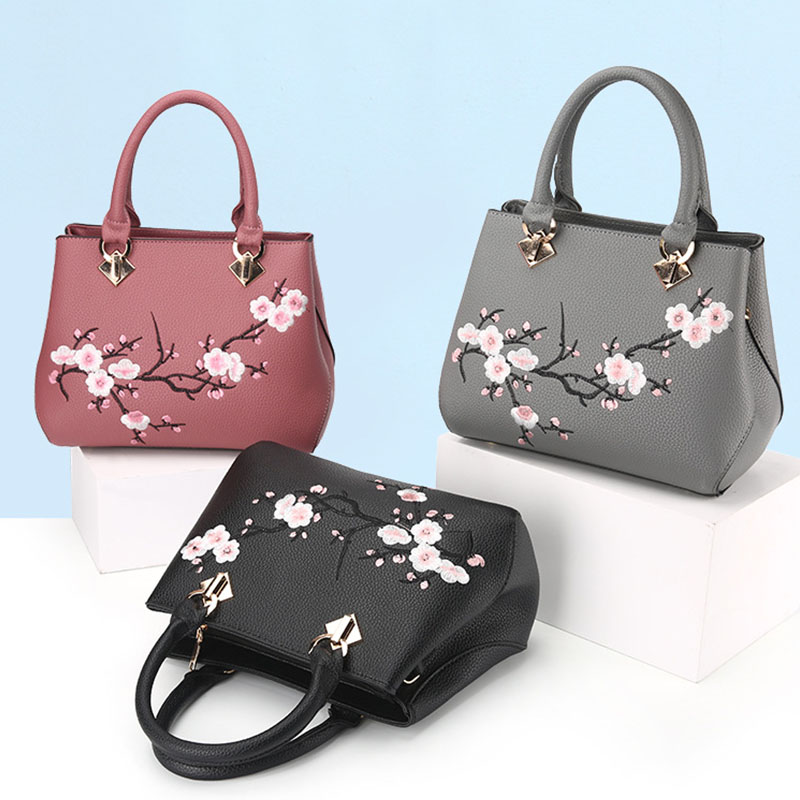 a336797a1837 2017 New Tide Bag Woman Chinese Style Sweet Lady Ladies Bag Ladies  Embroidery Handbags Women Fashion Bags Embroidery Tote Bags-in Shoulder Bags  from Luggage ...