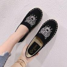 f4d5840e926a3 الرجعية نمط الإناث حذاء مسطح العلامة التجارية أحذية رياضة قماشية النساء  المتسكعون الربيع السيدات الأخفاف النمر