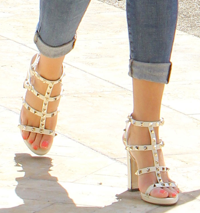 Valentino Rockstud Leather T-Strap Block Heel Sandals tkH0BHhyYc
