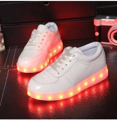 Продажи Новых Детей Способа USB Зарядки Единственным Светящиеся Кроссовки Дети Светодиодные Обувь Девушки Парни Легкую Обувь белый черный золото серебро
