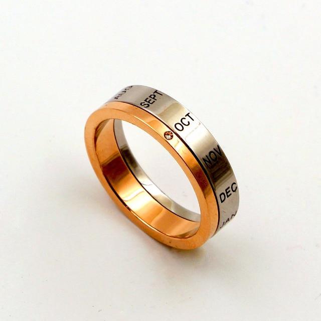 кольцо из титановой стали с буквами розовое золото и серебро фотография