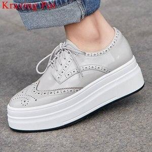 Image 1 - Krazing pot 2019 nova moda dedo do pé redondo ventilado rendas até tênis plataforma inferior grosso primavera confortável sapatos vulcanizados l10