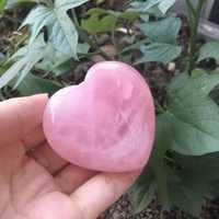 Joli coeur en cristal de QUARTZ ROSE naturel