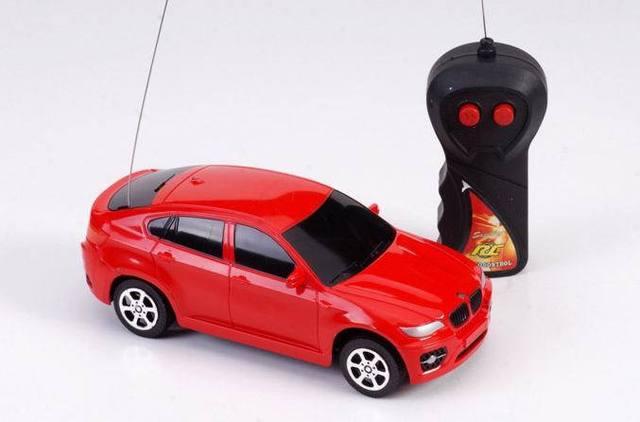 3 cores crianças bateria de carros RC carros De Controle Remoto crianças controle de rádio carro de presente de Natal Com a frente Fria Luz rápida grátis