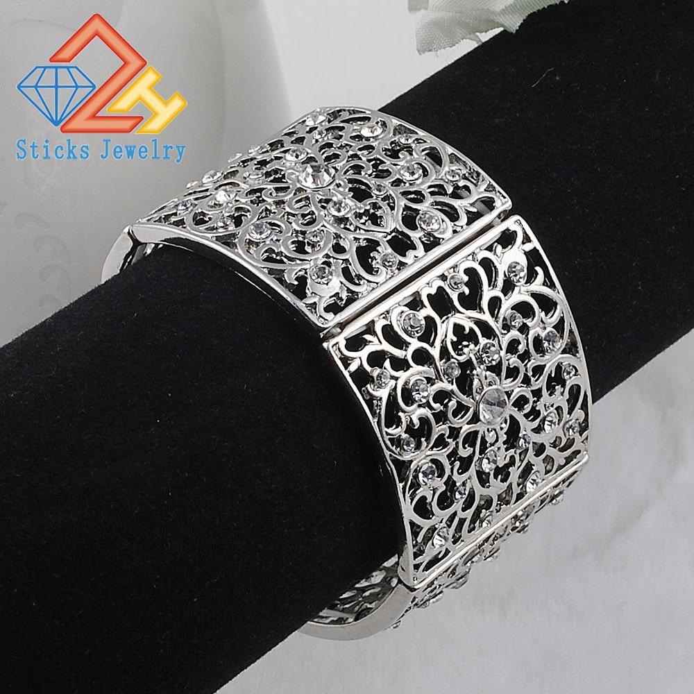 De luxe Bracelet En Cristal et Bracelet Strass blanc k Couleur Feuille  Élastique De Mariée Bracelet Bijoux De Mariage pour les Femmes 64f1162de71