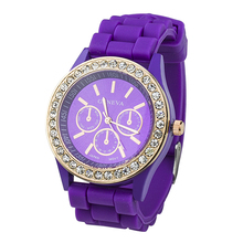 New! Sizzling 2015 New Ladies's Geneva Classic Golden Crystal Watches Women Rhinestone Silicone Strap Quartz Wrist Watch 5L2D