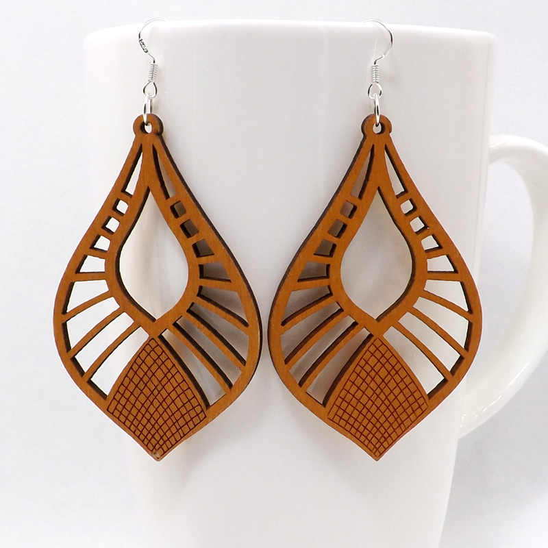 Qiaohe 1 Pair Good Quality Wood Earrings Organic brown Hollow African Woman Wooden Brincos Pendant 4.5x7cm/1.8x2.8'' E48