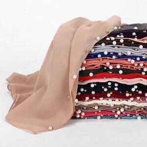 Image 3 - Frauen Blase Chiffon Schal Weiß Perlen Schals Hijab Gold Perle Stirnband Wrap Moslemischer Langer Schal 180*75cm 10 teile/los 20 Farbe