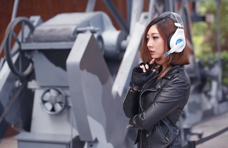 SENICC G241 3.5MM+USB Pro Stereo Gaming Headphones Bass Glowing LED Light PC Gamer Headband Headset with Microphone for Laptop.jpg (9)