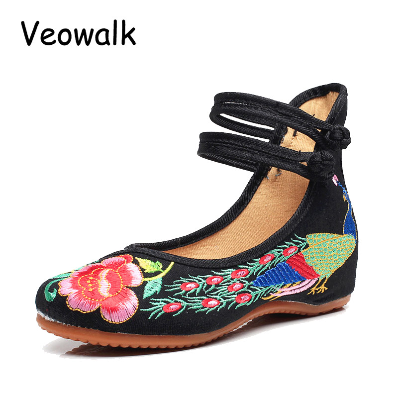Veowalk Big Size 34-41 Chinese Style Peacock Embroidery Women's Flats Old Peking Soft Sole Casual Breathable Cloth Shoes Woman vintage embroidery women flats chinese floral canvas embroidered shoes national old beijing cloth single dance soft flats