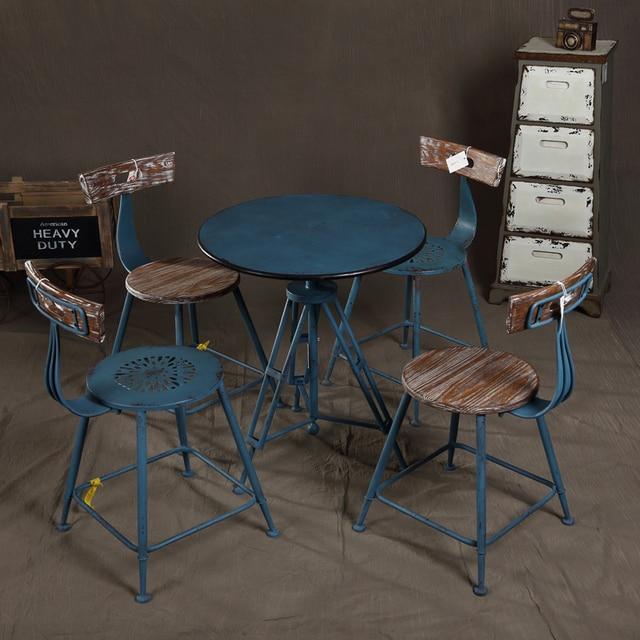 Estrella de inicio de un solo hierro americano y sillas cafe bar ...