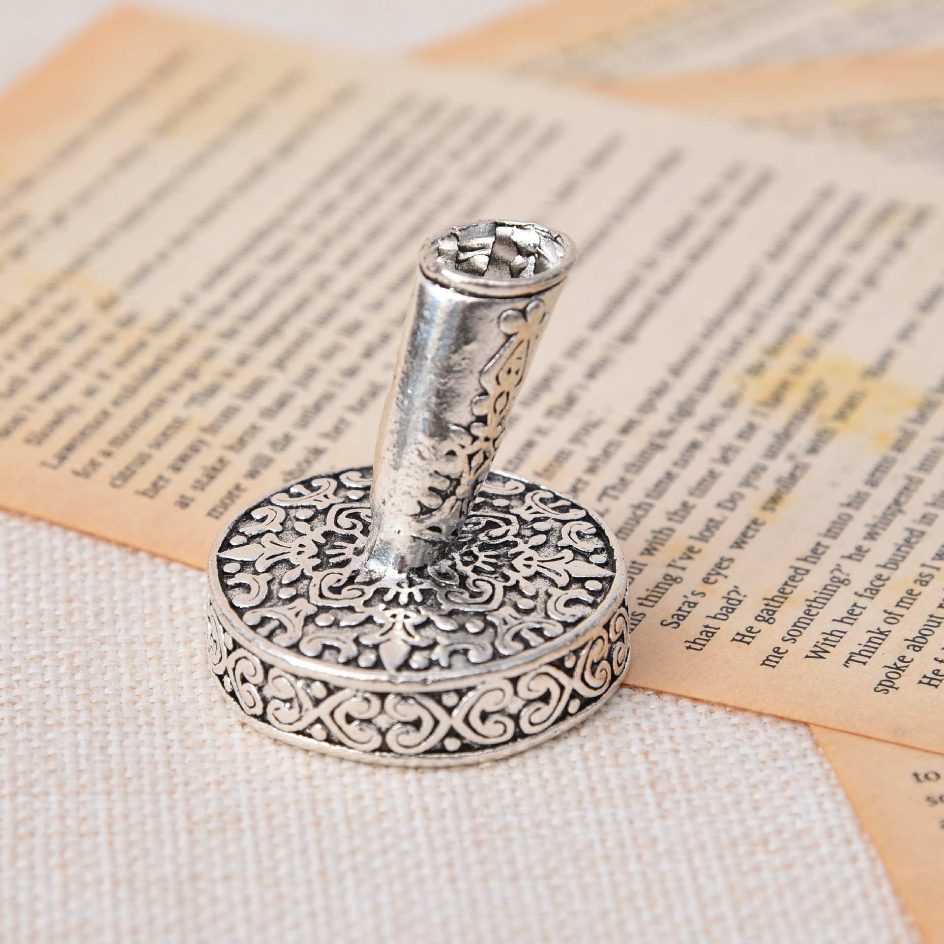 Vintage European Feather Pen Stand Antique Silver Color Metal Round Pen Holder Office School Pen Accessories Stationery Gift