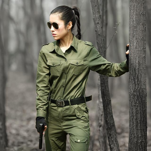women in army uniform