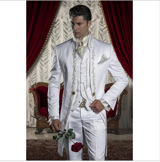 Classic Style Golden Embroidery Groom Tuxedos White Groomsmen Mens Wedding Prom Suits Blazer With Pants (Jacket+Pants+Vest)