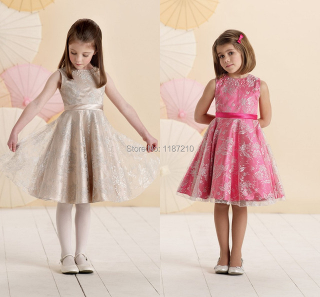 Vestidos De Nia De Moda En Un Acabado De Tejido De Tacto Sedoso - Vestidos-de-nia-de-moda