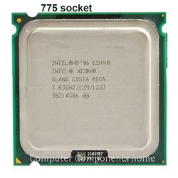 Procesador Intel Xeon E5440 de cuatro núcleos cerca de la CPU LGA775, funciona en la placa base LGA 775