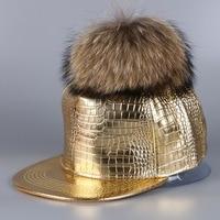 Vrouwen luxe wasbeer pompom pu lederen baseball cap goud zilver zwart kleur echt echt dier bal meisje snapback winter hoeden