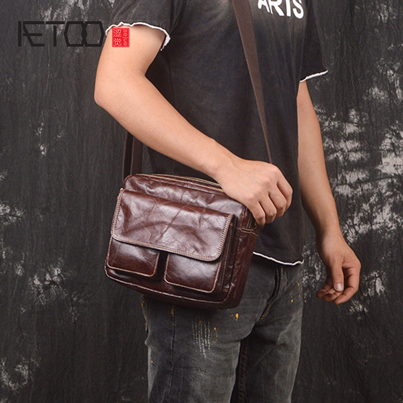 AETOO New men's leather casual shoulder bag head layer of leather Messenger small square bag wild fashion bag original hand made retro shoulder bag new vertical section of the small backpack head layer of leather sculpture leather casual