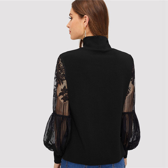 Blusa negra cuello alto manga larga encaje 1
