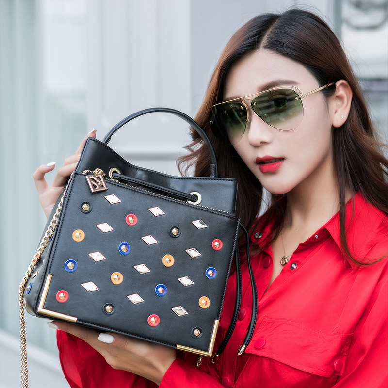 KZNI Women Bags Handbags Genuine Leather Real Leather Tote Bag with Chain Designer Handbags High Quality Sac a Main Femme 9119 kzni genuine leather handbag women rivet crossbody chain bag designer handbags shoulder bags for girls sac a main femme 9001