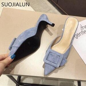 Image 5 - SUOJIALUN kadın terlik Med topuk sandalet yaz kayma slaytlar moda katır seksi sivri burun kadın slayt toka açık Slippe