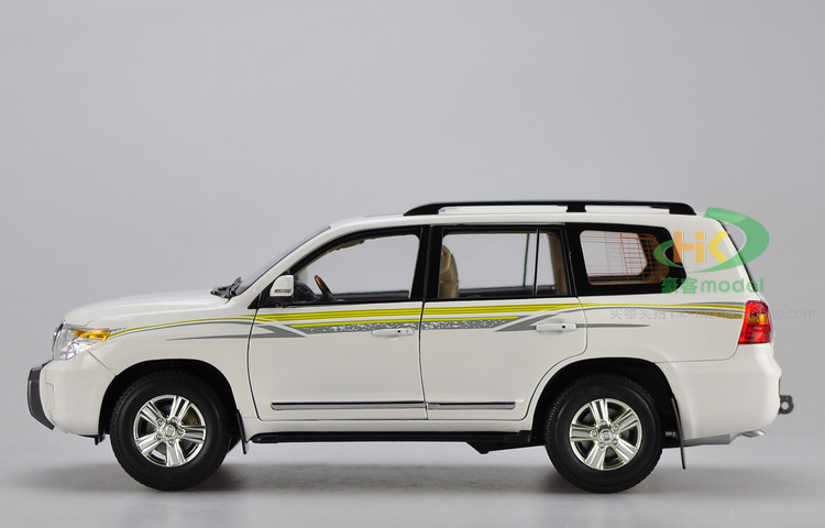 все цены на toy car model LC200 1:18 diecast collection SUV gift boy lc100 white green Land Cruiser Original high simulation alloy онлайн