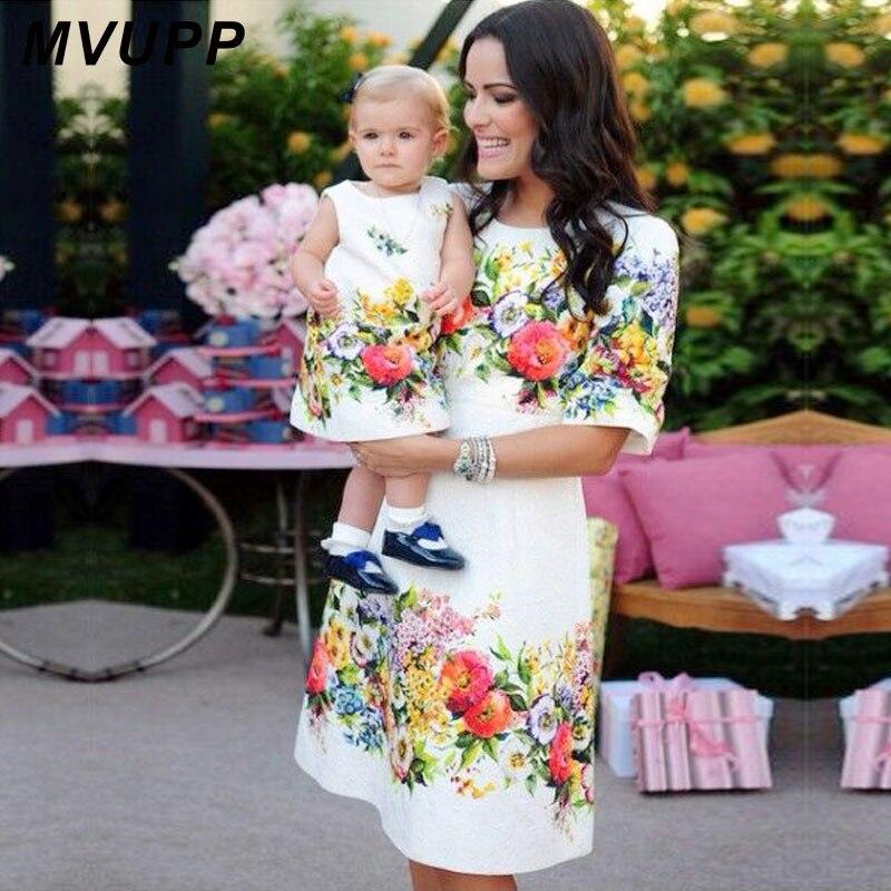 Vestiti da madre figlia 2018 famiglia vestiti di corrispondenza mama mamma madre e bambini famiglia sguardo Mezza Manica Una Linea di Ginocchio-lunghezza abiti