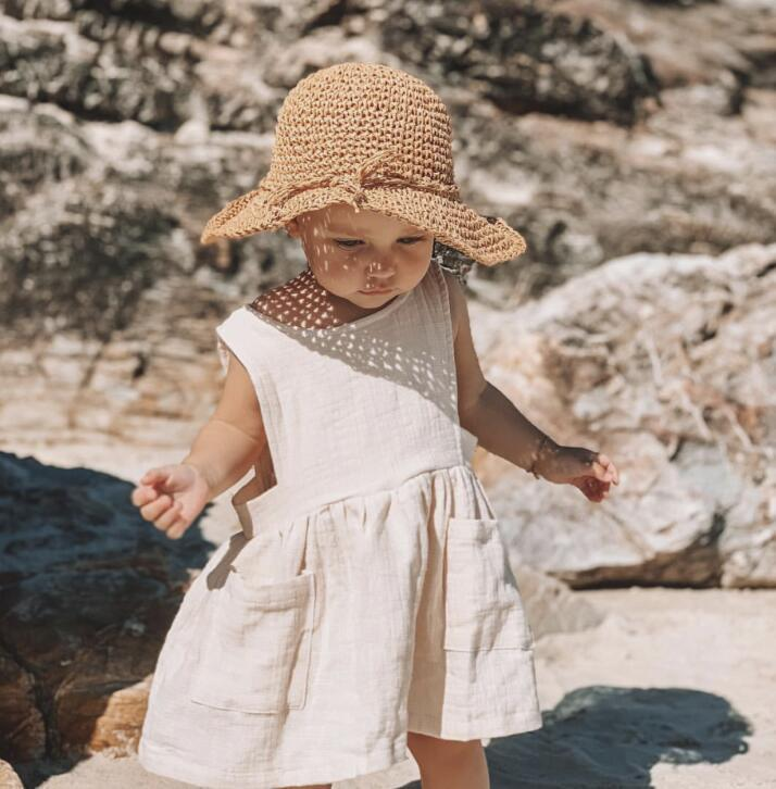 New Ins Western Girls Pocket Style Dress Beige Color Sleeveless Fashion Dresses Children Summer Cotton Clothes