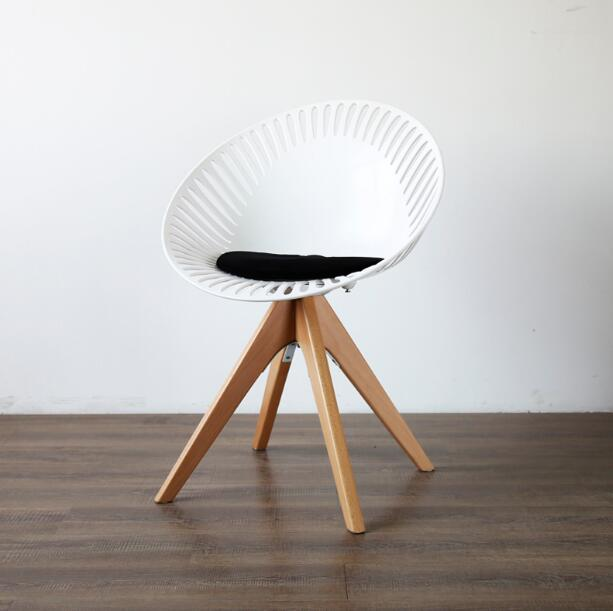 Yingyi new design modern pp plastic dining chair with arms for Contemporary plastic dining chairs