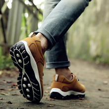 Fashion Men Casual Shoes Comfortable Handmade Canvas Shoes For Male Outdoor Hiking Shoes Men Sneakers New Men Vulcanize Shoes