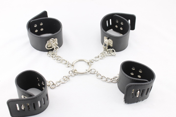 Chastity Locks kit handcuffs with locking buckles and locks and keys black leather sex handcuffs and wrist cuffs lock пруст м утехи и дни