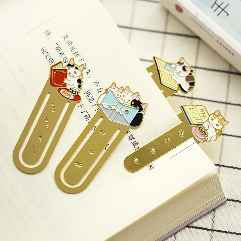 1 Pcs Bookmark Cartoon Pottering Cat Book Mark book markers Kawaii Kittens Metal Bookmark book School Office Supplies stationery цена