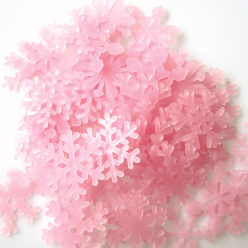 50 PCs 3 cm Luminous Snowflake Xmas Decor Glow In The Dark Baby Kids Bedroom Home Garden Decor Fluorescent Decal