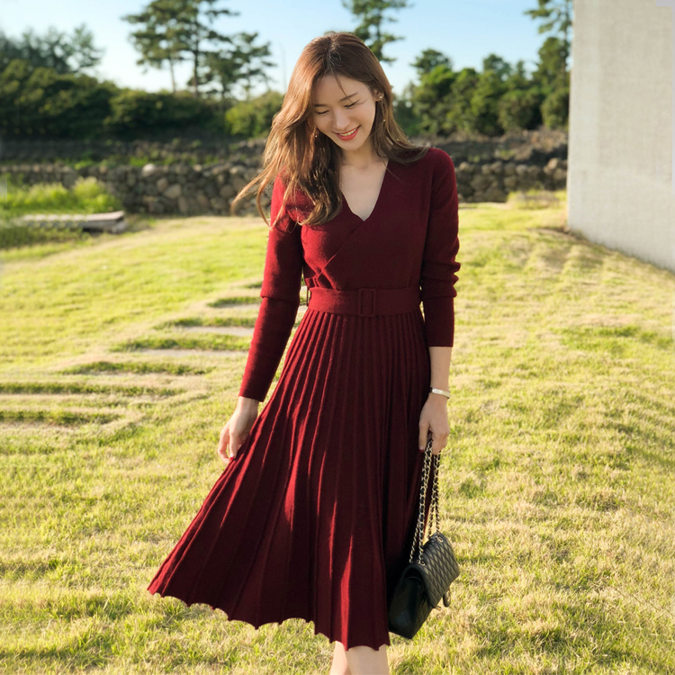 HAMALIEL New Fashion Women Knitted Pleated Dress Fall Winter Long Sleeve Thick Sweater Dress Casual Sexy V Neck Sashes Dress 42