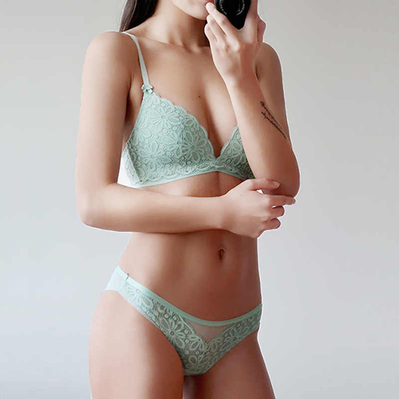 e5ee56212aa9 Small Girls Lingerie Black Green Sexy Lace-up Bralette Thin Style  Adjustable Bra Panty Women