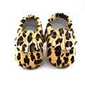 2016 Nueva Moda de Invierno Muy Cálido leopardo bebé Mantener Caliente Zapatos de Bebé Primeros Caminante Infantil Zapatos mocasines de Color Caqui caballo