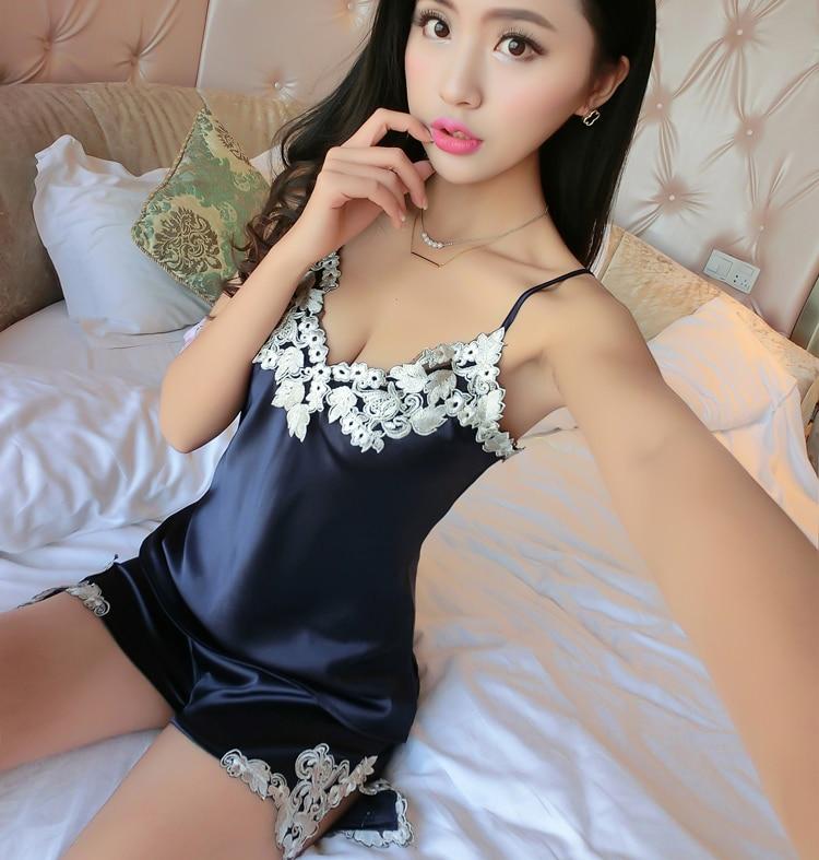 Hög kvalitet Kvinnor Sexig siden Satin Pyjamas Set Broderi Pyjamas Set V-hals Pijama Set Elegant sömnkläder sommar nattkläder