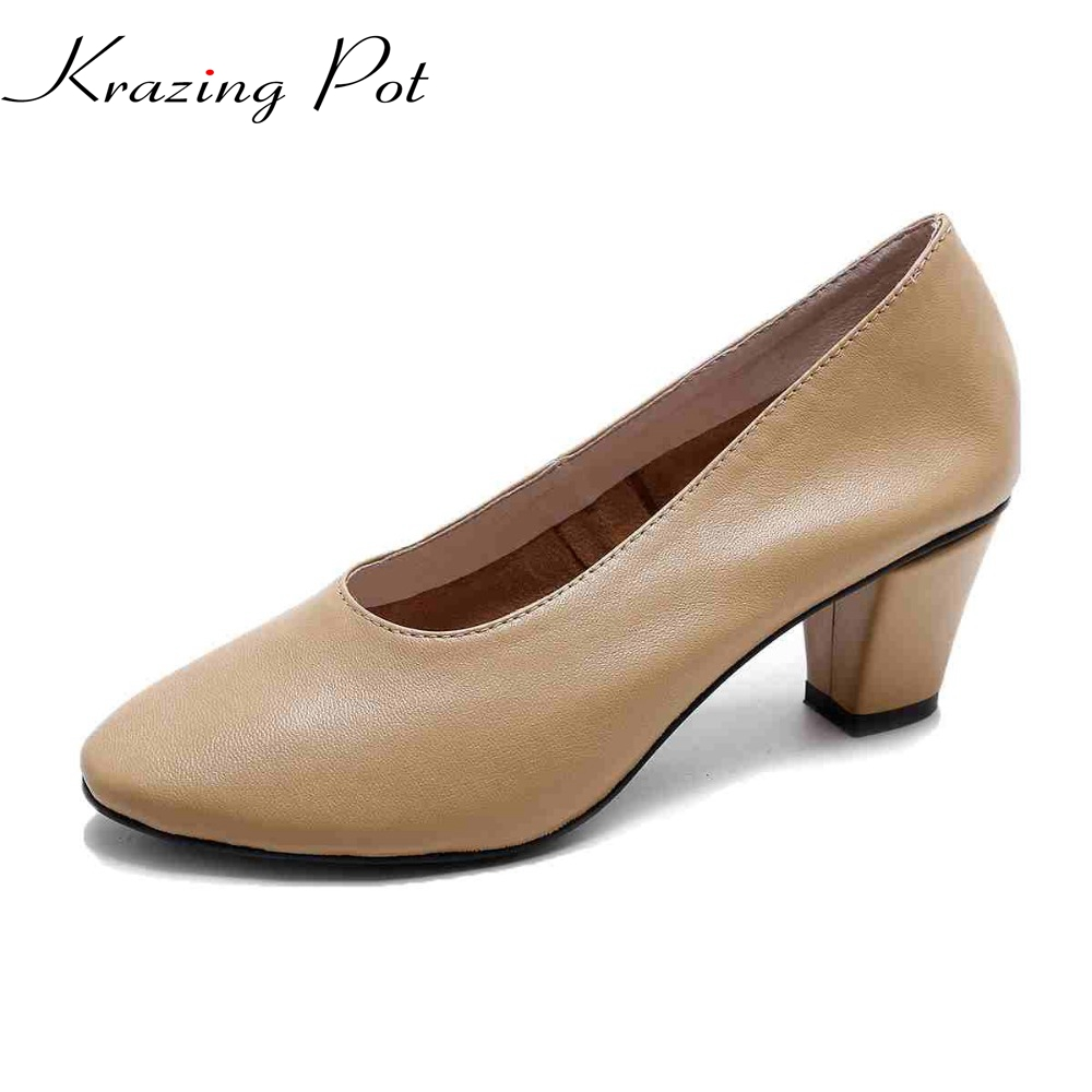 New autumn fashion shallow round toe med heel women pumps sweet thick heel genuine leather grandma shoes sexy lady glove shoes L fashion brand slip on shallow round toe crystal bowtie med diamond thick heels women pumps sweet office lady runway shoes l15